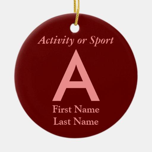 Recuerdo de la letra de equipo universitario de la adorno navideño redondo de cerámica