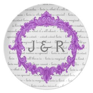 Recuerdo del boda con el marco púrpura del vintage plato de comida