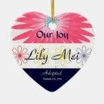 Recuerdo floral de la invitación de la adopción ornamento para arbol de navidad