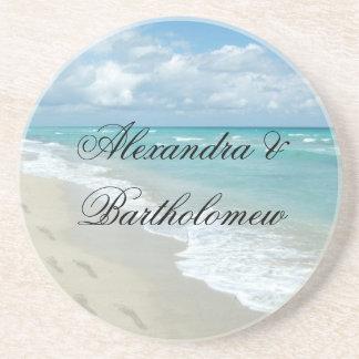 Recuerdo personalizado escena tropical de la playa posavasos diseño