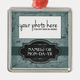 Recuerdo personalizado floral azul de la foto adorno navideño cuadrado de metal