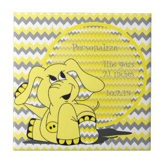 Recuerdo tonto amarillo divertido del elefante de azulejo cuadrado pequeño