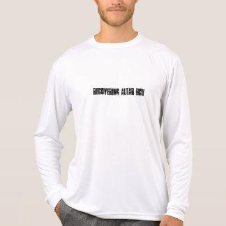 Recuperación de la camiseta del muchacho de altar