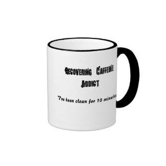 Recuperando al adicto a cafeína, taza de dos colores