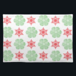 """Red and green christmas snowflakes cloth placemat<br><div class=""""desc"""">Festive red and green christmas snowflakes pattern placemat</div>"""