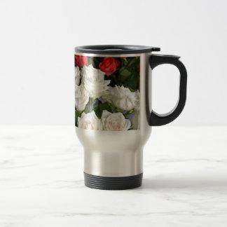 Red and white roses floral arrangement travel mug