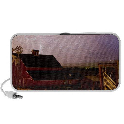 red_barn_farm_lightning_thunderstorm.jpg portátil altavoz