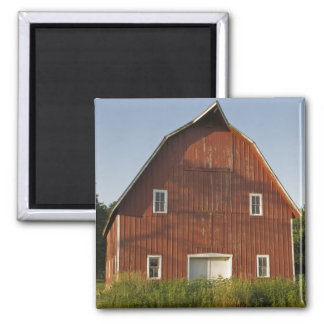 Red Barn Front 2 Inch Square Magnet