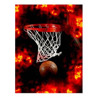 Red, bola y llamas del baloncesto tarjetas postales
