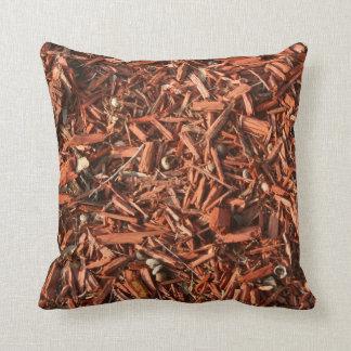Red cedar mulch with debris pillow