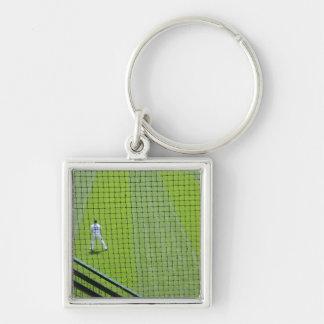 Red con el jugador de béisbol en hierba verde llavero