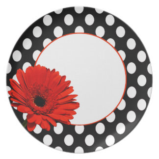 Red daisy plate