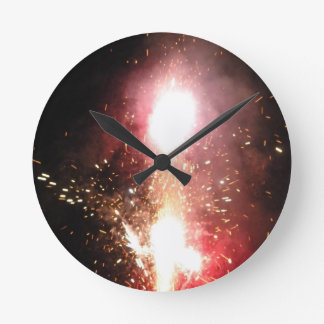 Red Fountain Flash Round Clock