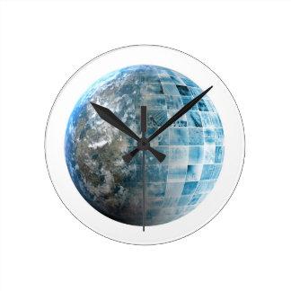 Red global de la tecnología del negocio con reloj redondo mediano