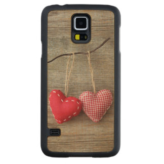 Red Hearts on Wooden Table 2 Carved Maple Galaxy S5 Case