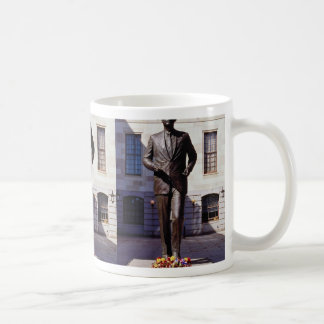 Red John F. Kennedy statue flowers Coffee Mugs