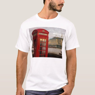 Red Phone Booth - London UK T-Shirt