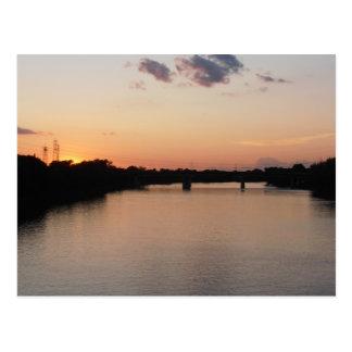 Red River en la postal de la puesta del sol
