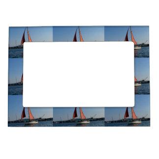 Red Sails Magnetic Frame