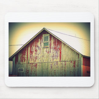Red/white barn mouse pad