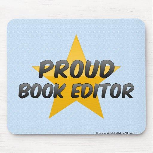Redactor orgulloso del libro tapete de ratones