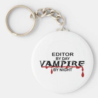 Redactor por día, vampiro por noche llavero redondo tipo pin