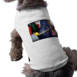 Redes de pesca coloridas, vignetted, escena de la  camisetas de perro