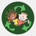 Reduzca la reutilización reciclan a niños pegatina redonda