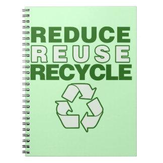 Reduzca la reutilización reciclan libros de apuntes