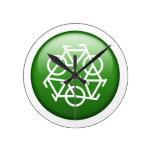 Reduzca la reutilización reciclan la bicicleta ver relojes