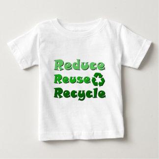Reduzca la reutilización reciclan playeras