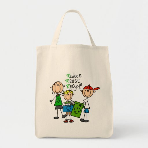 Reduzca, reutilice, recicle las camisetas y los bolsa tela para la compra