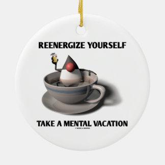Reenergize tardan vacaciones mentales adorno redondo de cerámica
