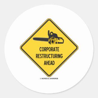 Reestructuración corporativa a continuación pegatina redonda