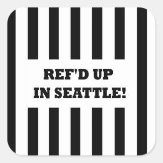Ref d para arriba en Seattle con los árbitros del Calcomanía Cuadradase
