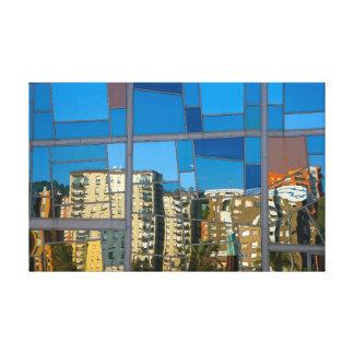 Reflect in the Euskalduna palace Lona Envuelta Para Galerías