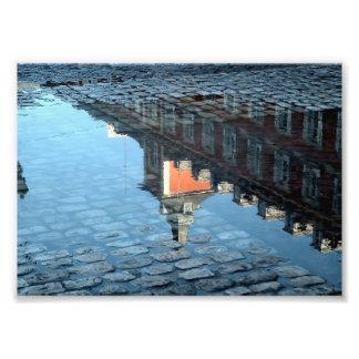 Reflejo en un charco de la Plaza Mayor de Madrid Fotografía