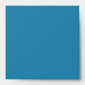 Reflejo grabado en relieve azul del boda del sobres