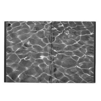 Reflejos de luz en el agua: Negro y blanco