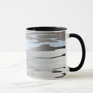 Reflexión abstracta del agua taza