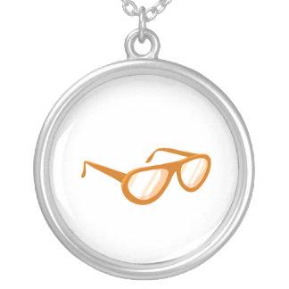 reflexión anaranjada de las gafas de sol colgante redondo