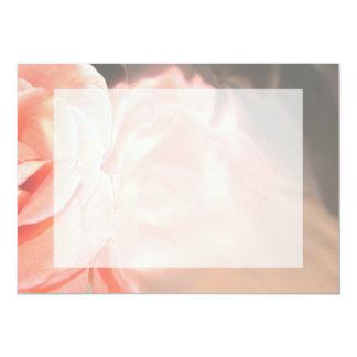 Reflexión color de rosa rosa clara en plata invitación personalizada