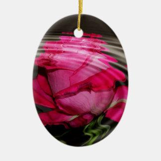 Reflexión color de rosa rosada descolorada adorno navideño ovalado de cerámica