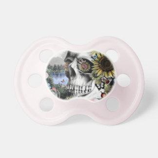 Reflexión, cráneo del paisaje chupete de bebe
