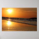 Reflexión curruscante de Sun en la puesta del sol Impresiones