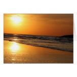 Reflexión curruscante de Sun en la puesta del sol Tarjetón