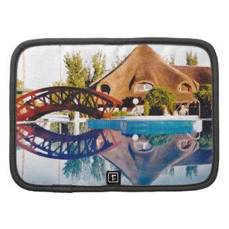 Reflexión de la casa de la piscina del tejado cubi planificador