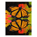 Reflexión de la mariposa de monarca tarjeta publicitaria