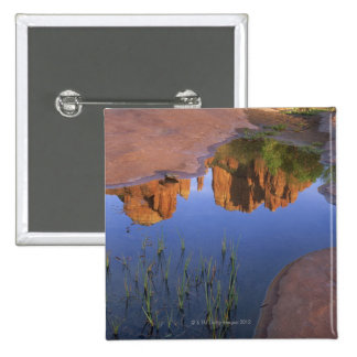 Reflexión de la roca de la catedral, Sedona, Arizo Pin Cuadrado
