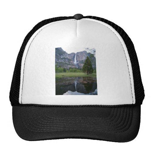 reflexión de las cataratas de Yosemite Gorras